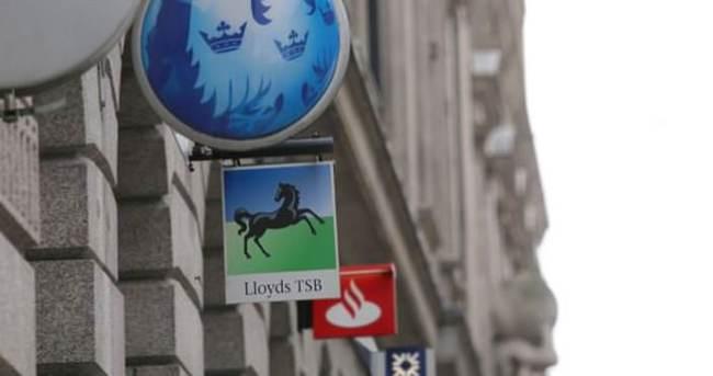 İngiliz bankalar 600`den fazla şube kapattı!
