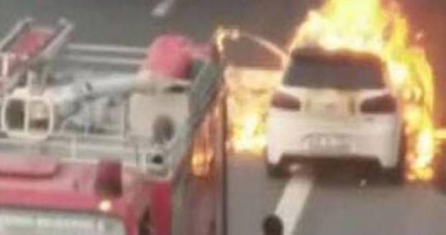TEM Otoyolu'nda otomobil alev alev yandı!