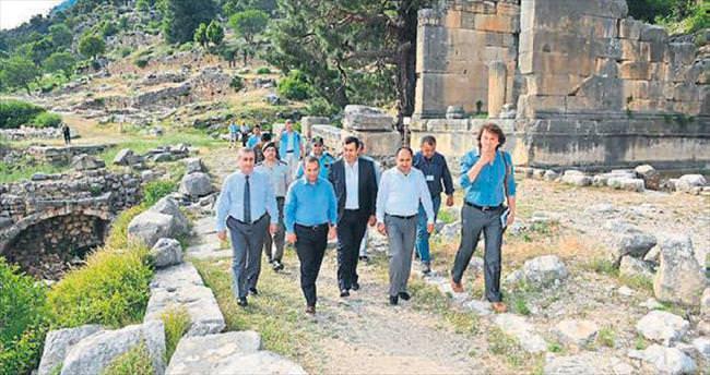 Türker'den Finike çıkarması