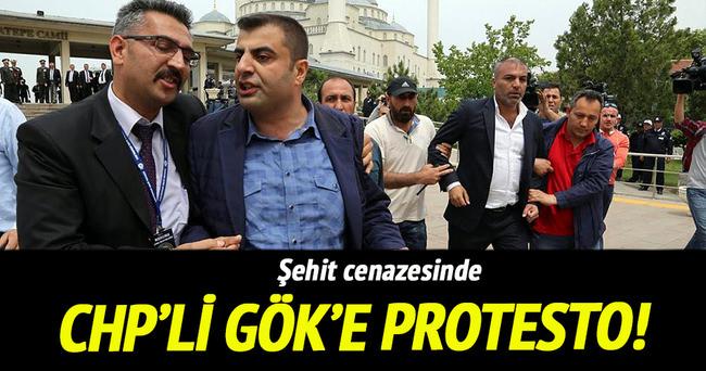 Şehit cenazesinde CHP'li Gök'e protesto
