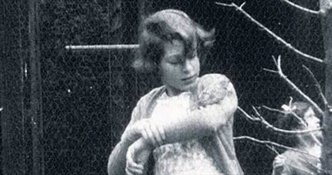 Kraliçe'nin ilk kez yayımlanan fotosu