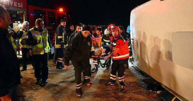 Kayseri'de yolcu otobüsü devrildi: 19 yaralı