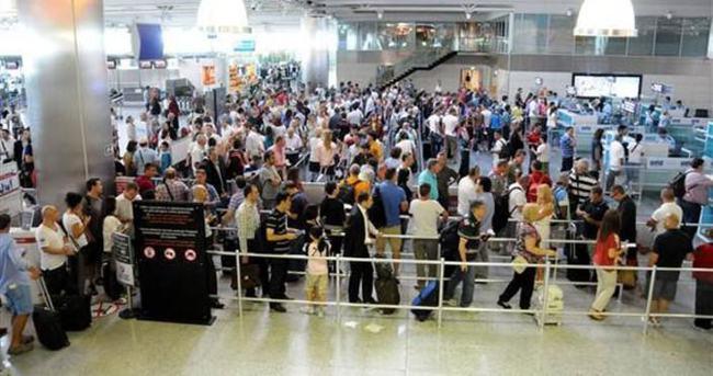 Türkiye'ye 23 milyon yolcu giriş-çıkış yaptı