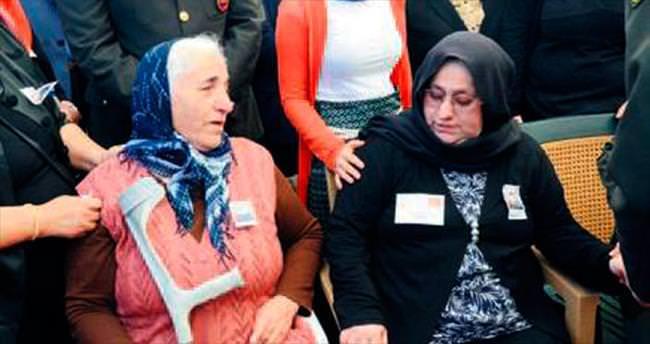 Mehmetçiği, şehit anneleri uğurladı