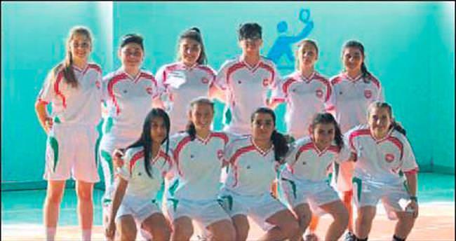 Futbolda sıra kızların