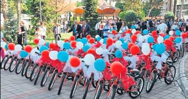 64 öğrenciye bisiklet hediyesi