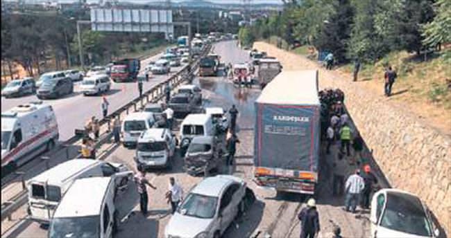 TIR, 20 aracı biçti 1 kişi öldü, 6 yaralı