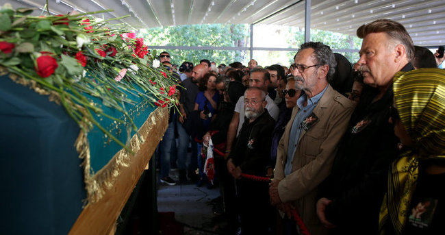 Oya Aydoğan'ın cenaze töreninde hırsızlık skandalı