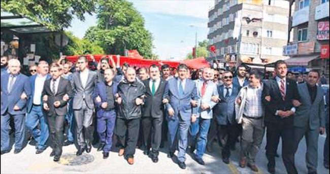 MHP'den Bayrak ve Gençlik yürüyüşü