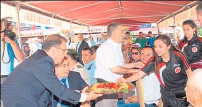 Vali Türker çilek kokan festivalde