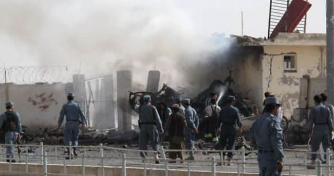 Afganistan'da valilik binasına saldırı
