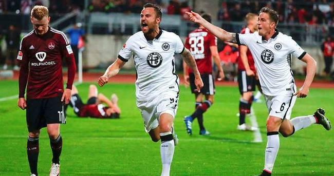 Eintracht Frankfurt Bundesliga'da kaldı