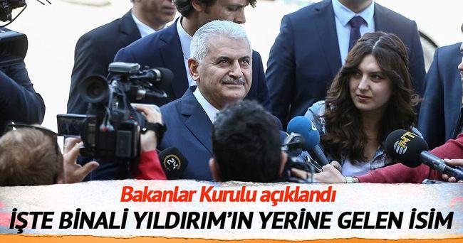 Binali Yıldırım koltuğunu Ahmet Arslan'a bıraktı