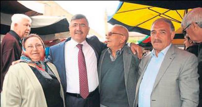 Akdoğan'ın bir ayağı halkın arasında