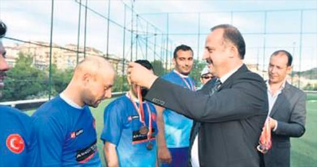 Mamak'taki turnuvada dostluk kazandı