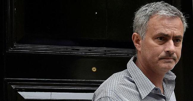 Mourinho'nun imzası imaj haklarına takıldı