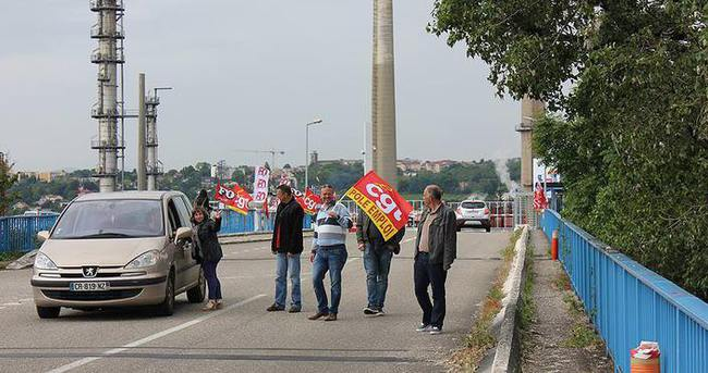 Fransa'da 16 nükleer santralde greve gidiliyor