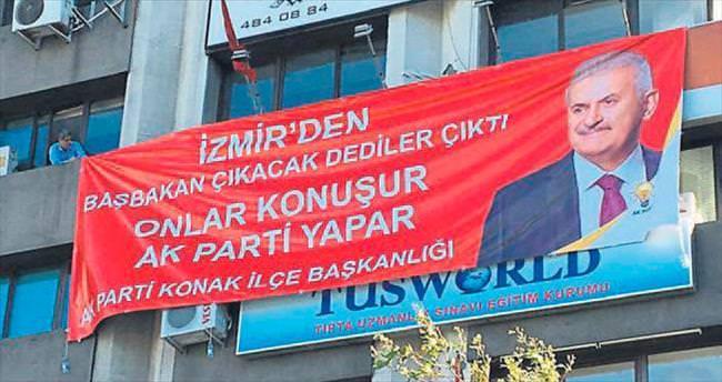 AK Parti Konak'tan tokat gibi pankart