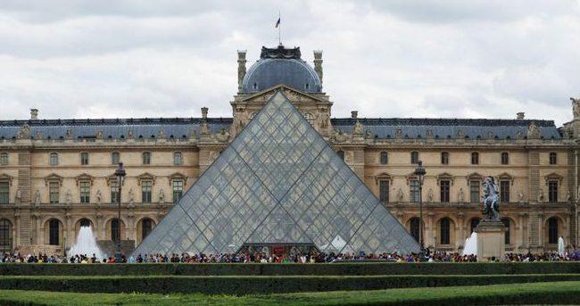 Sokak sanatçısı piramidi 'yok etti'