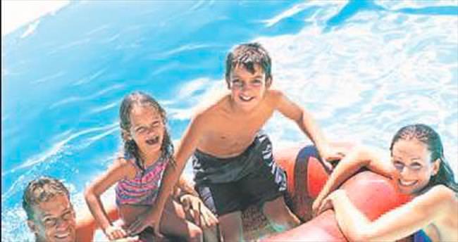 Mövenpick yüzme kampı düzenliyor