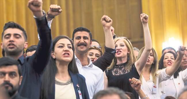 CHP'li küfürbaz gençlere AK Parti'den tepki yağdı