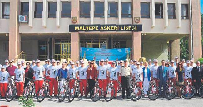 Sağlıklı öğrencilere bisiklet hediye edildi