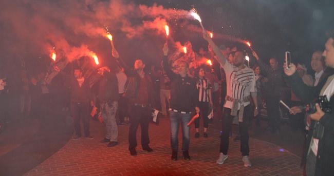 Çanakkale'de Beşiktaş'ın şampiyonluğu doyasıya kutlandı