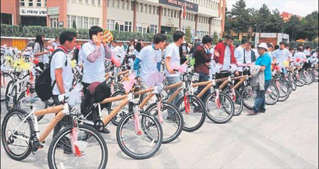 Bisiklet bakanlıktan yollar belediyeden