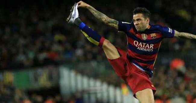 Dani Alves, Barcelona'dan resmen ayrıldı!