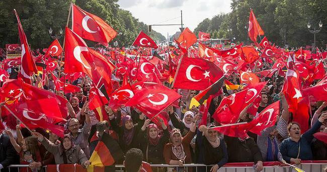 'Türk tarihi bir soykırım yalanıyla lekelenemez'