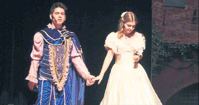 Sanko'lu öğrenciler Romeo Juliet müzikaliyle büyüledi