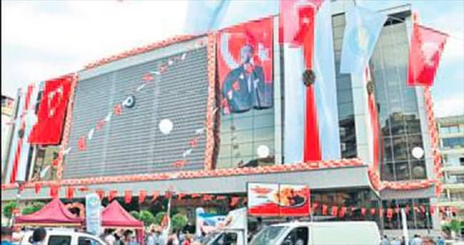 En büyük otopark Manisa'da açıldı