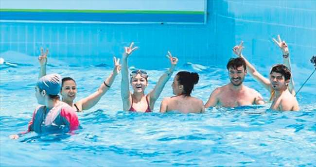 Tatilcilerden su parkına akın