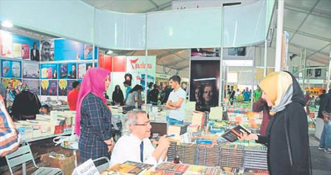 Ünlü yazarlar kitap fuarında