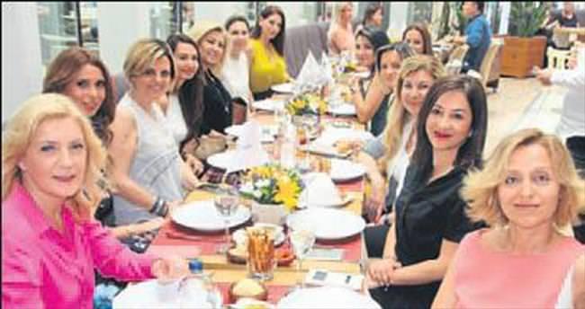 İzmir Cemiyet hayatı Optimum'da buluştu