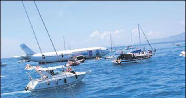 Kargo uçağı dalış turizmi için batırıldı