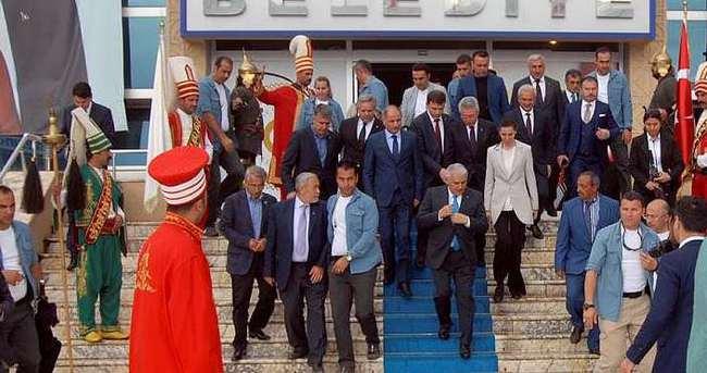 Başbakan Yıldırım Erzincan Belediyesini ziyaret etti