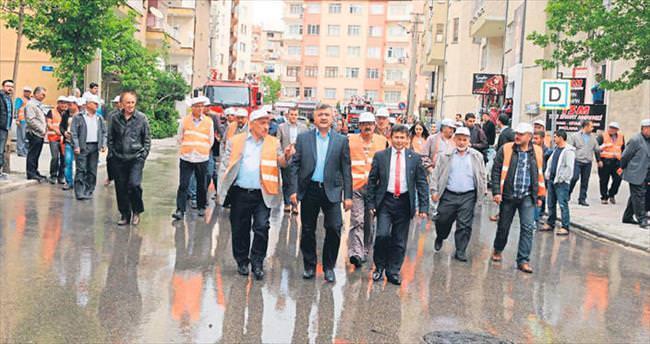 Caddeler gönüllülerle tertemiz