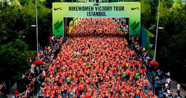 Cadde'de kadınların maraton keyfi