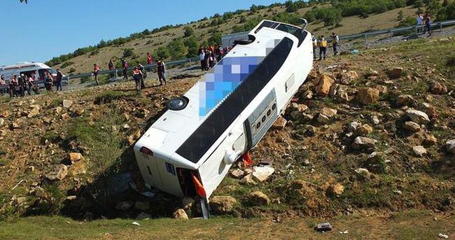 Yolcu otobüsü devrildi: 3 ölü, 15 yaralı