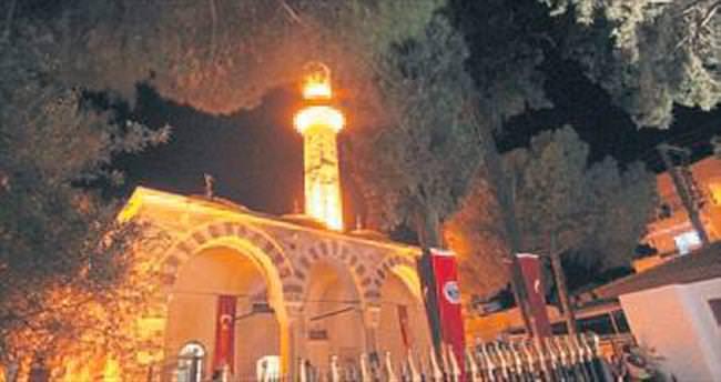 Menderes'te tarihi cami ibadete açıldı