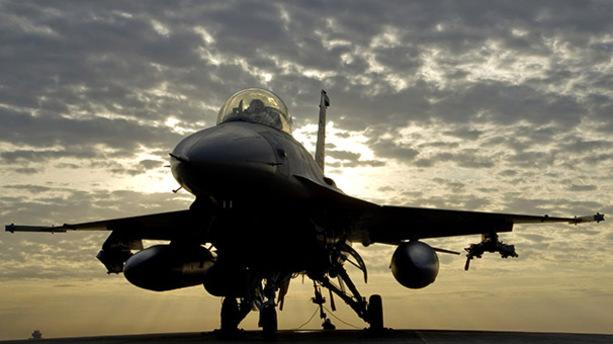 Savaş uçakları PKK'lı grubu vurdu