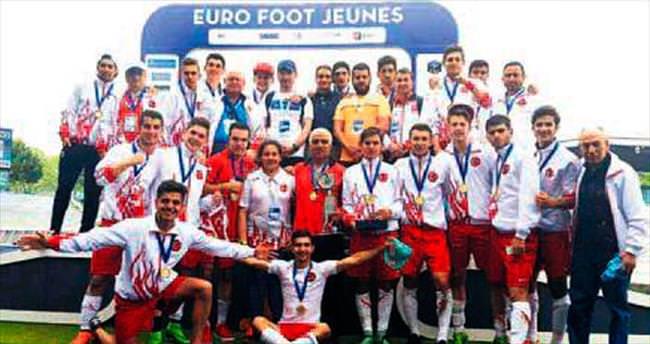 Liseliler Avrupa şampiyonu oldu