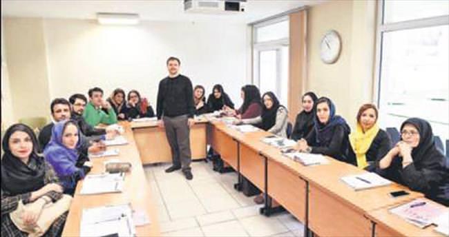Her yıl binlerce kişiye Türkçe öğretiyoruz