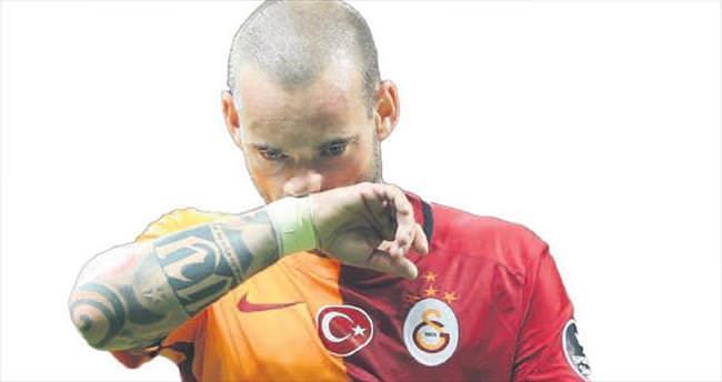 Sneijder, yönetimi topa tutmuştu