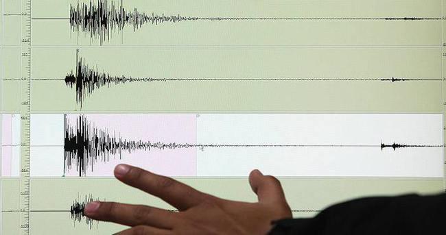 Endonezya'da 6,2 büyüklüğünde deprem