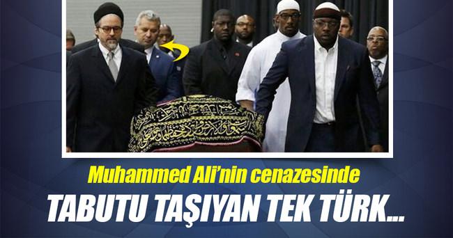 Muhammed Ali'nin tabutunu taşıyan tek Türk!