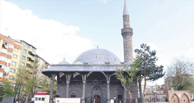 Asırlık camilere ramazan bakımı