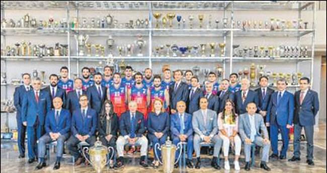 Mustafa Koç Spor Salonu açıldı