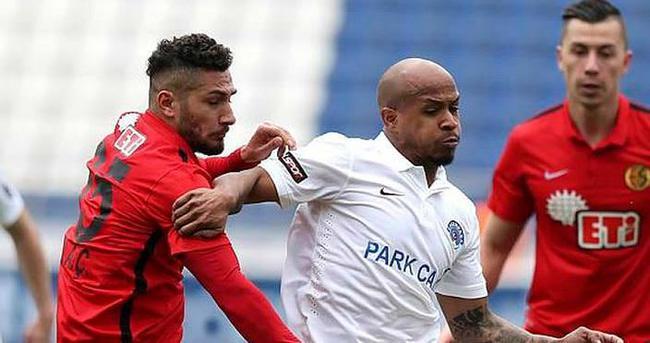 Bursaspor 4 futbolcuya imza attırıyor